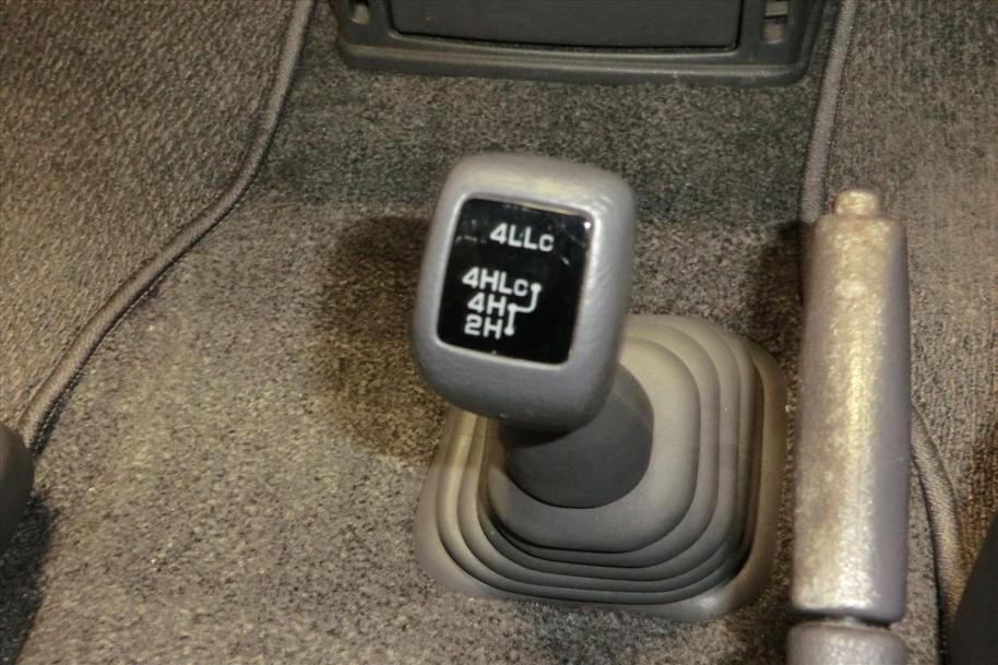PF6W-0500205 4wd shift knob